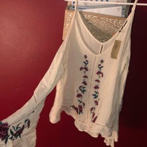 American Eagle Outfitters Tops - Cold shoulder long sleeved blouse
